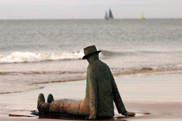 belgium-statue-beach